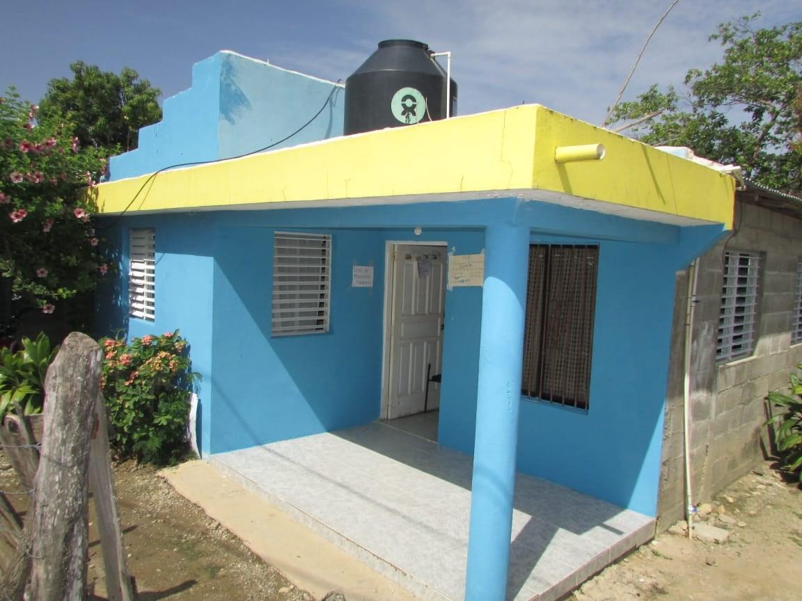 Ayuntamiento Laguna Salada Gestión Esmerito Polanco hace entrega de un abanico al centro de salud (UNAP)